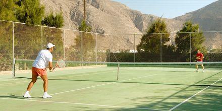 Tennis på Hotel 9 Muses Resort på Santorini, Grækenland.
