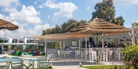 Poolbar på Hotel Aegean Land på Naxos i Grækenland.