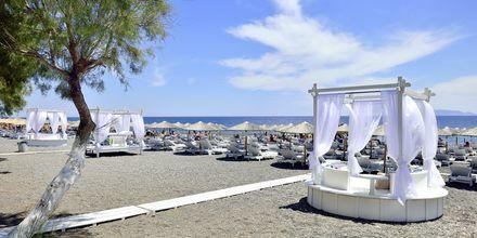 Nærmeste strand ved hotel Aegean Plaza på Santorini, Grækenland.