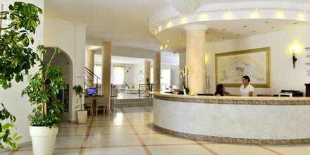 Reception på hotel Aegean Plaza på Santorini, Grækenland.
