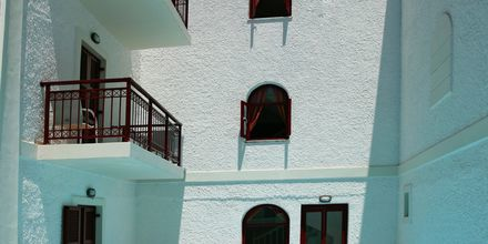 Poolen på hotel Aeolis i Naxos by.