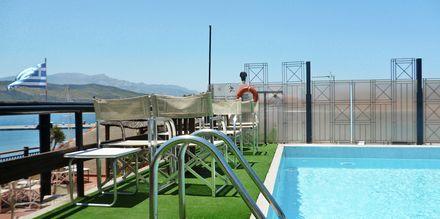 Poolområde på Hotel Aeolis i Samos by, Grækenland.
