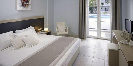 Superior-værelser på Hotel Afrodite i Kamari på Santorini, Grækenland.