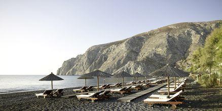 Stranden på Hotel Afrodite i Kamari på Santorini, Grækenland.
