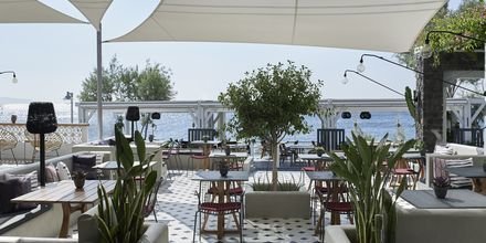 Baren Mesogaia på Hotel Afrodite i Kamari på Santorini, Grækenland.