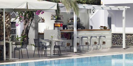 Poolbar på Hotel Afrodite i Kamari på Santorini, Grækenland.