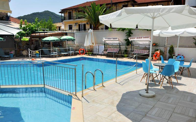 Poolområde på Hotel Aggelos på Lefkas, Grækenland.