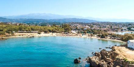 Den hyggelige strand i Agii Apostoli på Kreta.