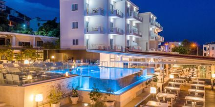 Poolområdet på hotel Agimi & S i Saranda.