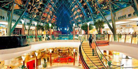 Tag en tur til Dubai hvor du kan shoppe i Dubai Mall - verdens største shoppingcentrum.