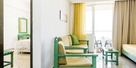 2-værelses lejlighed på Hotel Akoition i Agia Marina, Kreta.