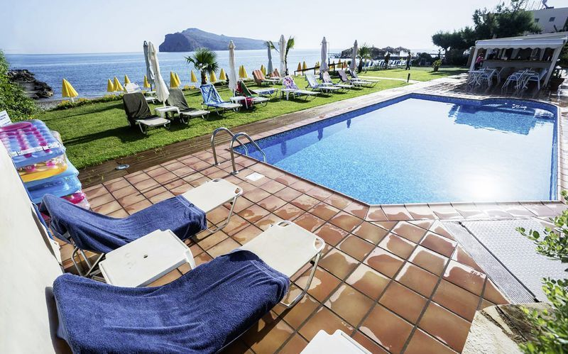 Pool på Hotel Akoition i Agia Marina, Kreta.