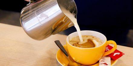 På Al Raha Beach finder du kaffe- og juicebaren Mondo Coffee.