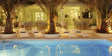 Pool på hotel Alesahne Beach på Santorini, Grækenland.