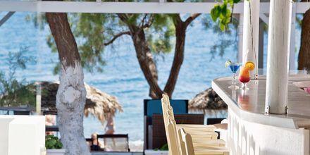 Bar på hotel Alesahne Beach på Santorini, Grækenland.