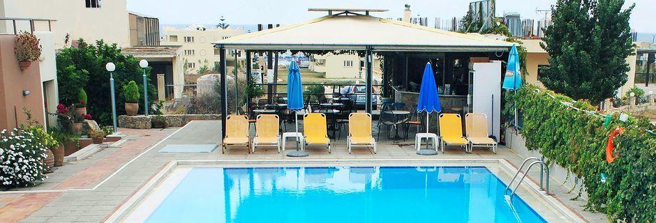 Poolen på Hotel Alexandros M i Maleme på Kreta