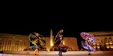 Aftenshow på Hotel Alf Leila Wa Leila Waterpark i Hurghada.