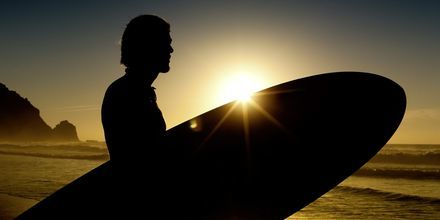 Surfing på Algarvekysten i Portugal.