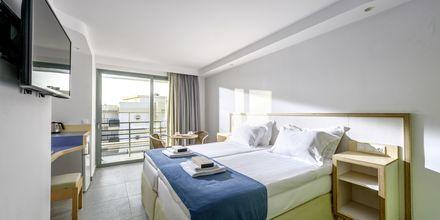 Dobbeltværelse på Hotel Alia Beach i Hersonissos, Kreta, Grækenland.