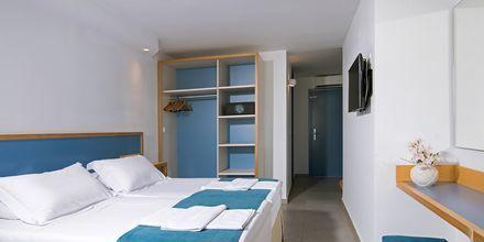 Dobbeltværelse med pooludsigt på Hotel Alia Beach i Hersonissos, Kreta, Grækenland.