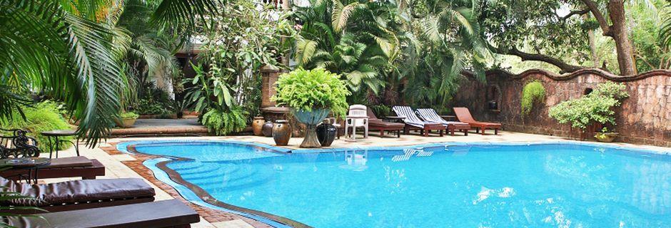 Poolområde på Hotel Alidia Beach Resort i Det Nordlige Goa, Indien.