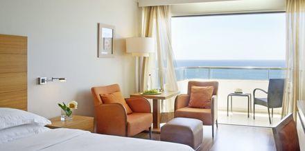 Dobbeltværelser med havudsigt på Hotel Alion Beach i Ayia Napa, Cypern
