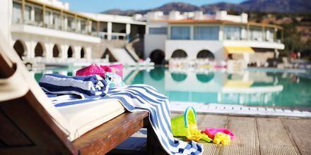 Poolområde på Almyra Hotel & Village i Ierapetra på Kreta.