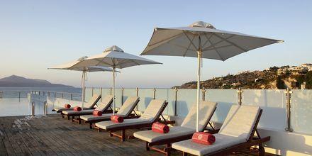 Tagterrassen på Almyrida Resort på Kreta, Grækenland.