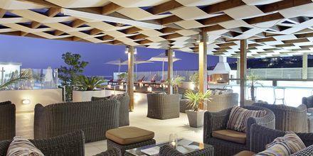 Baren på tagterrassen på Almyrida Resort på Kreta, Grækenland.