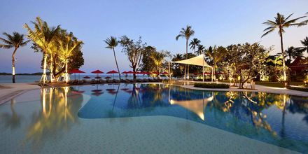 Poolen ved Beach Wing på hotel Amari Koh Samui.
