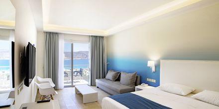 Deluxe-værelser på Hotel Amopi Bay på Karpathos, Grækenland.