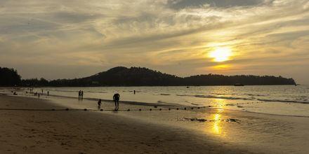 Stranden ved Amora Beach Resort i Bangtao Beach, Phuket