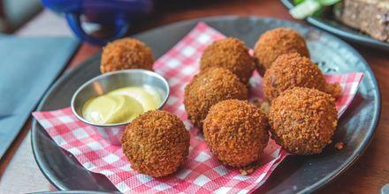 Friturestegte kroketter - bitterballen - er en kendt ret i Amsterdam.