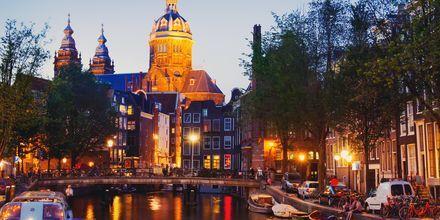 Nyd aftenen ved kanalerne i Amsterdam, Holland,