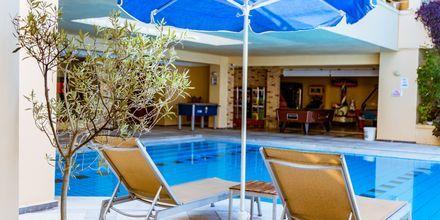 Poolområde på hotel Anais Summerstar i Agii Apostoli, Kreta, Grækenland