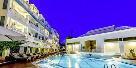 Poolområde på Hotel Andaman Seaview i Phuket, Thailand.