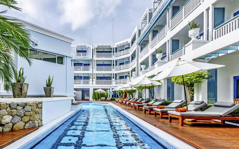Poolen på Hotel Andaman Seaview i Phuket, Thailand.
