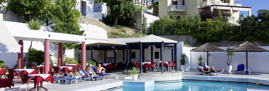 Poolområde på Hotel Andromeda på Samos, Grækenland.