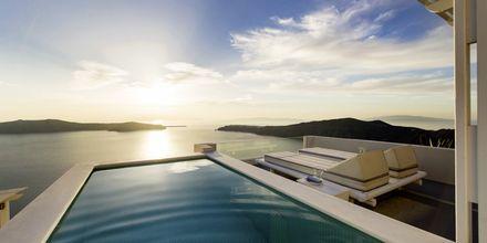 Deluxe-suite på hotel Andromeda Villas på Santorini, Grækenland.