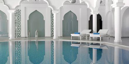 Indendørspoolen på Hotel Anemos Luxury Grand Resort i Georgiopolis på Kreta, Grækenland.