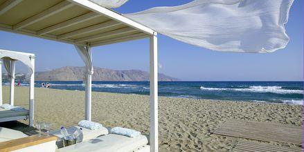 Stranden ved Hotel Anemos Luxury Grand Resort i Georgiopolis på Kreta, Grækenland.