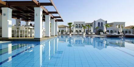 Poolbaren på Hotel Anemos Luxury Grand Resort i Georgiopolis på Kreta, Grækenland.