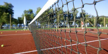 Tennis på Hotel Anemos Luxury Grand Resort i Georgiopolis på Kreta, Grækenland.