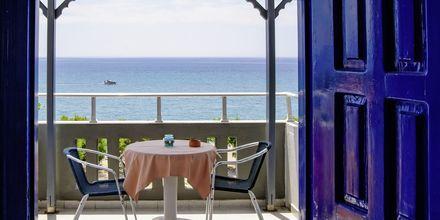 Terrasse på Hotel Angela Beach i Votsalakia på Samos, Grækenland.