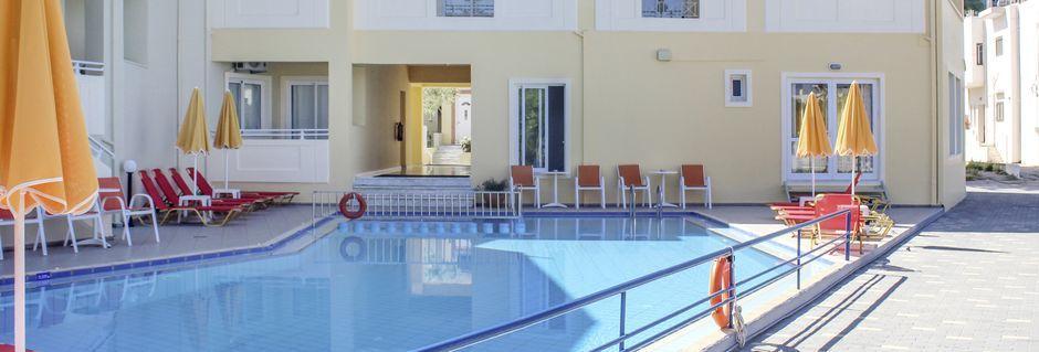 Poolområde på Hotel Anthimos i Platanias på Kreta, Grækenland