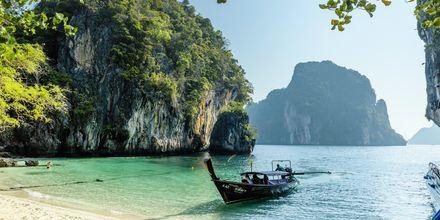 Koh Lao Lading ligger ca. 5 km vest for fastlandet.