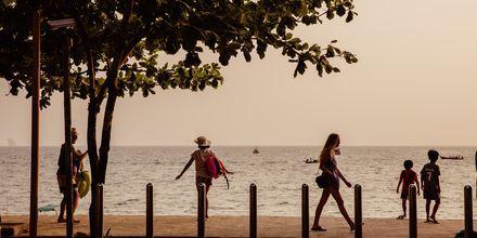 Strandpromenaden i Ao Nang i Krabi, Thailand.