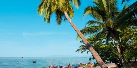 Stranden ved Ao Nang, Krabi i Thailand.