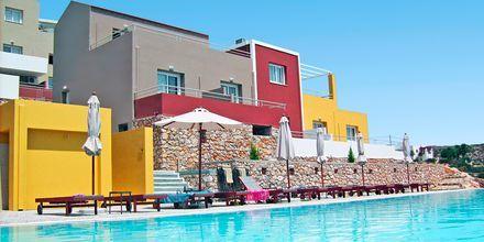 Poolområde på Hotel Apolis på Karpathos, Grækenland.