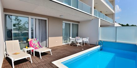 2-værelses lejlighed med privat pool på Hotel Apollo Mondo Family Romana i Kroatien.